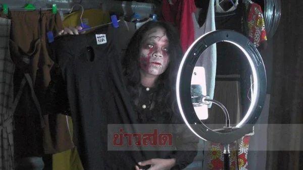 zombie jualan baju bekas