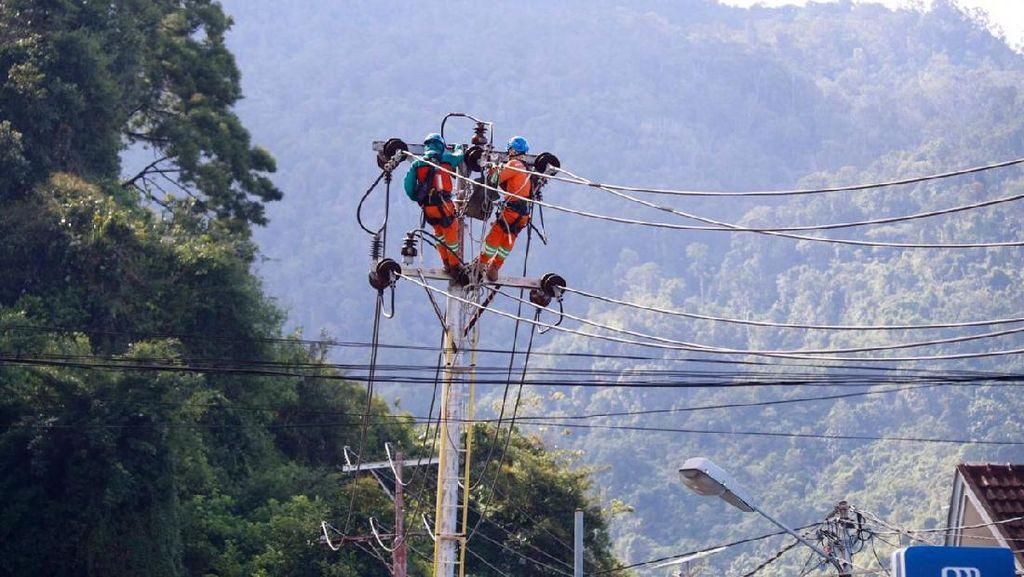 Senangnya! Distrik Kaureh di Papua Kini Terang Benderang
