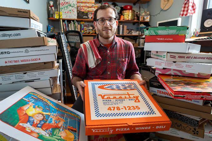 Hobi Unik, Pria Ini Kumpulkan Ribuan Kotak Pizza di Rumahnya