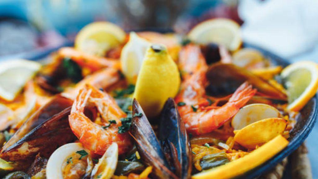 Tipu Ratusan Orang, Pemilik Restoran Seafood Ini Dipenjara 1.446 Tahun!