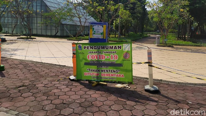 Taman Menteng Jakarta Pusat masih ditutup.