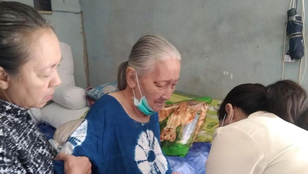 Prabowo Bantu Evakuasi Istri Pengawal Bung Karno yang Sakit