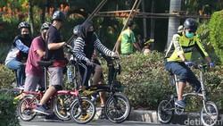 Sejak pandemi COVID-19 (Corona), masyarakat mulai sadar akan kesehatannya. Salah satu cara mudah untuk memiliki tubuh sehat yakni dengan bersepeda.