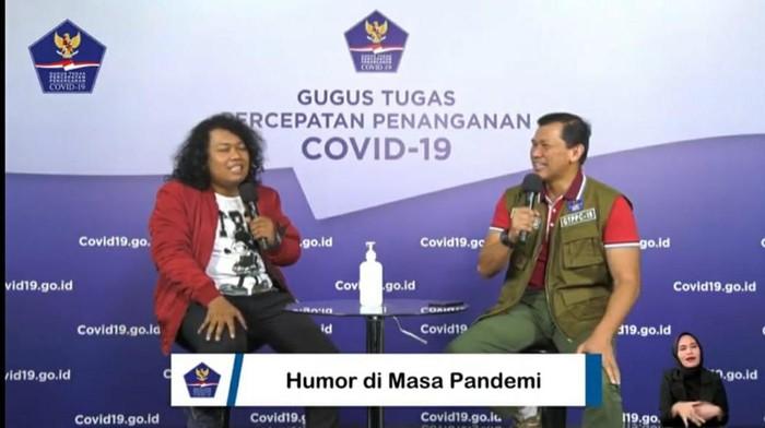 Marshel Widianto (kiri) (Dok. YouTube BNPB)