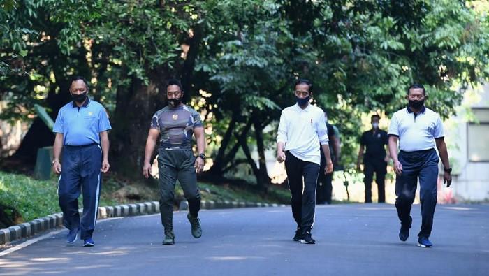 Para Kepala Staf TNI saat Olahraga Bersama Jokowi