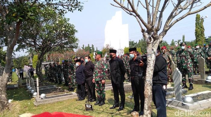 Prosesi Pemakaman Pramono Edhie Wibowo.
