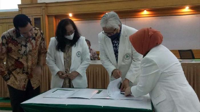 Dr. Ayu Dwi Nindyati, M.Si., dilantik menjadi Plt Rektor Universitas Binawan menggantikan Drs.Sofyan Hawadi, MA. Dr. Ayu siap terapkan perubahan pendidikan era new normal.