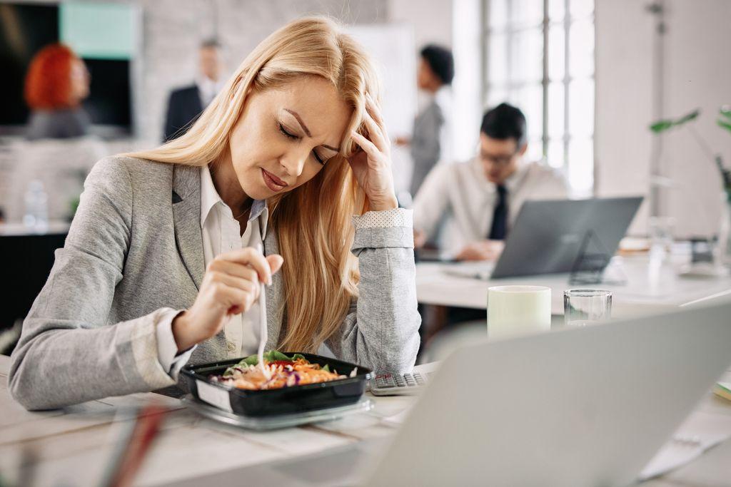 Jalan Kaki ke Kantor Buat Orang Makan Lebih Banyak