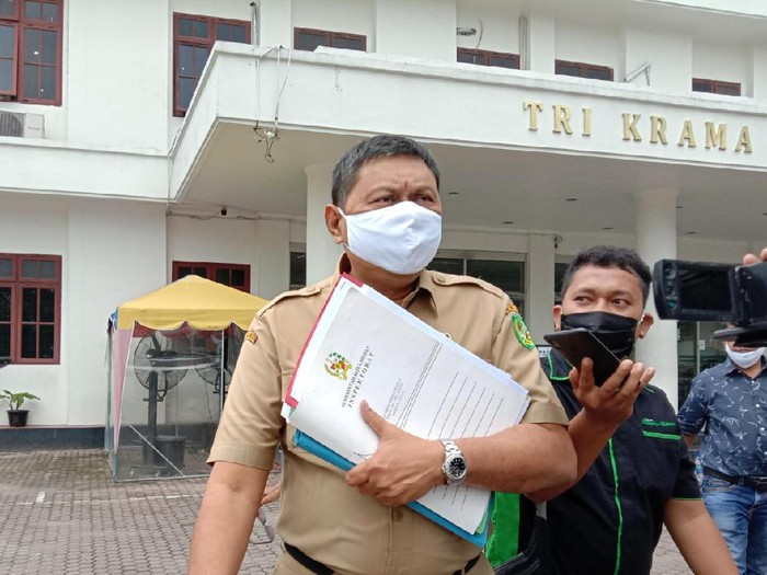 Kepala BPKAD Medan usai dimintai keterangan oleh Kejaksaan (Ahmad Arfah-detikcom)