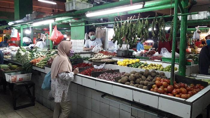 Kondisi sitem ganjil genap di Pasar Jatinegara.