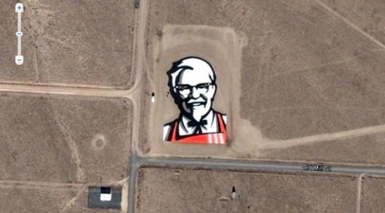 Google Earth bisa membantu kamu menjelajahi daerah yang ada di Bumi ini. Berikut tangkapan gambar aneh via Google Earth yang pernah bikin geger netizen.