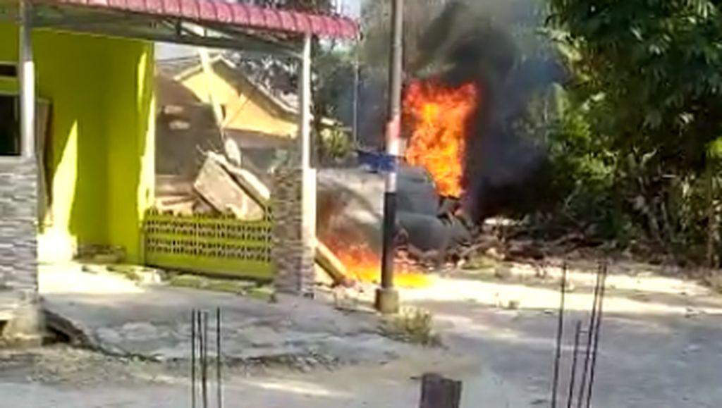 Video: Pesawat TNI AU Hawk 209 Jatuh di Kampar Riau
