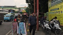 Pasar Tanah Abang Dibuka di Masa Transisi, PKL-Motor Padati Trotoar