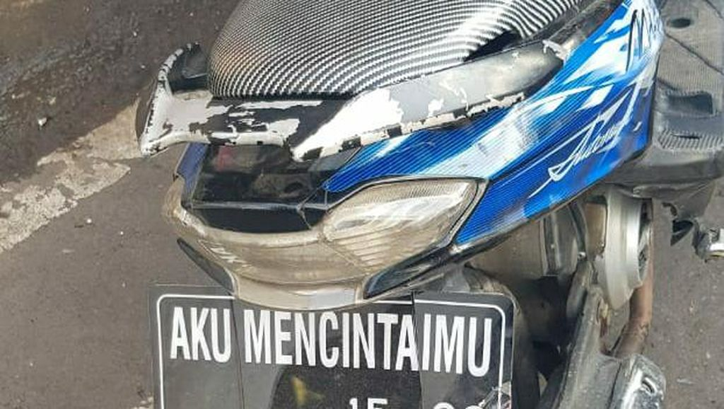 Polisi Tilang Motor Berpelat AKU MENCINTAIMU di Garut