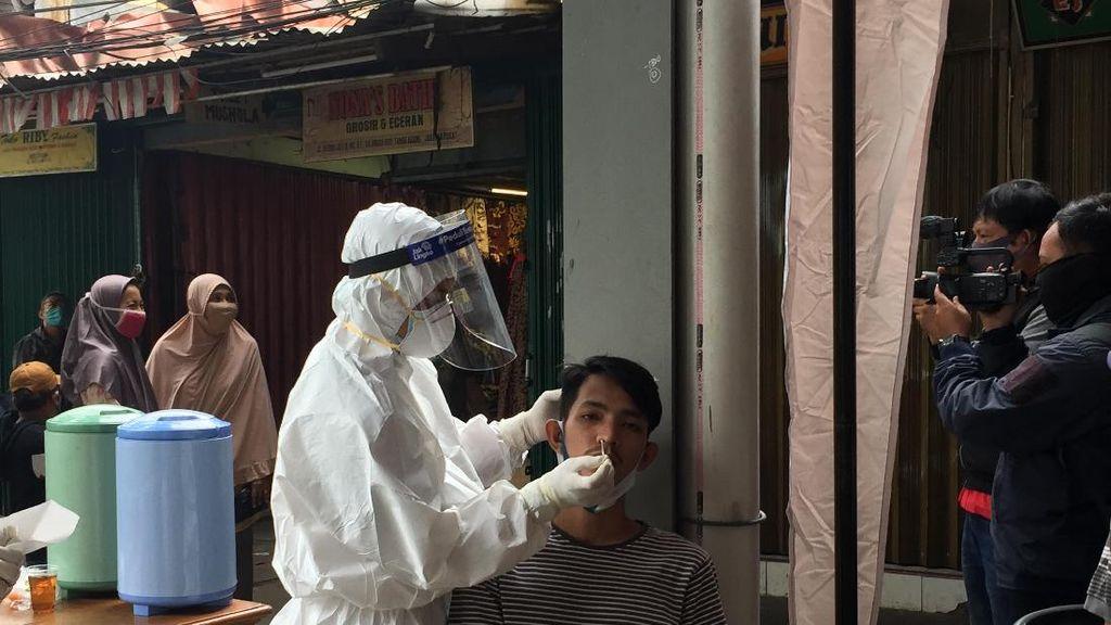 Pedagang Pasar Warga Jati Baru Enggan Ikuti Tes Corona, Lurah Jemput Bola