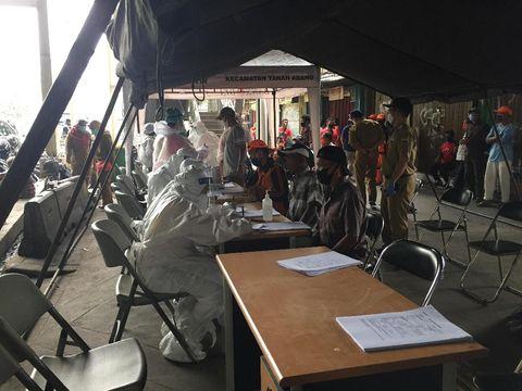 Puskesmas Tanah Abang Gelar Tes Corona di Pasar Binaan Warga Jati Baru (Foto: Tiara/detikcom)