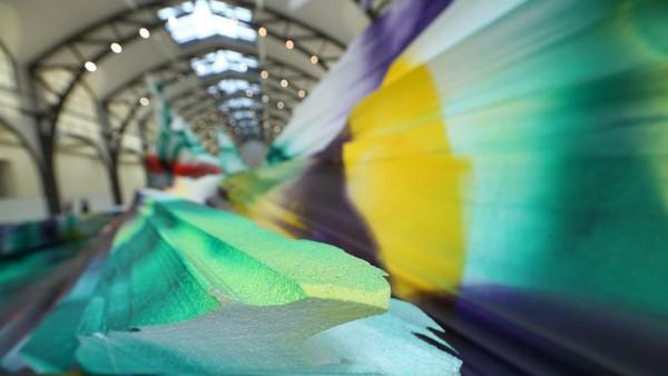 Beberapa karya seni warna-warni tersebut terbuat dari styrofoam yang dibentuk sedemikian rupa.