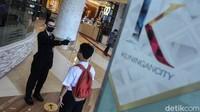 Seperti diketahui, sejumlah mal di Jakarta kembali dibuka untuk umum, hari ini, Senin (15/6), salah satu pusat perbelanjaan yang kembali dibuka untuk umum adalah Kuningan City.