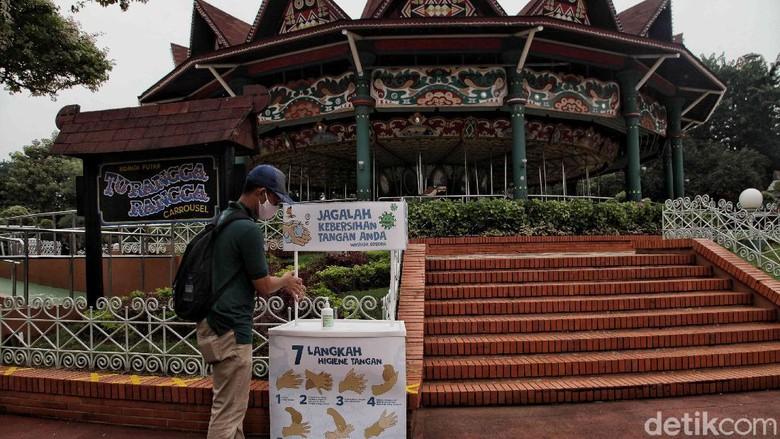 Sejumlah persiapan terkait penerapan protokol kesehatan dilakukan di tempat wisata Ancol jelang kembali dibuka di masa new normal. Seperti apa persiapannya?