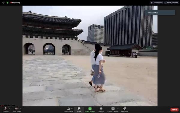 Singa menjelaskan bahwa Gwanghwamun Gate adalah tempat para penjaga istana Gyeongbok. Istana kebanggaan Korea Selatan ini dijaga oleh empat jenderal binatang, yakni kura-kura, naga, harimau, dan phoenix.
