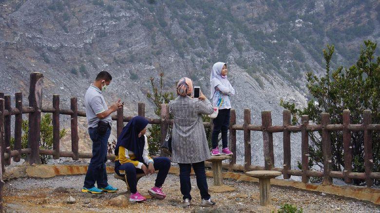 wisatawan di Gunung Tangkuban Perahu
