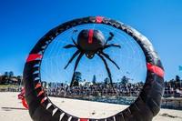 Di Bondi, Sydney, Australia ada festival layang-layang bernama Festival of the Winds yang merupakan festival layang-layang terbesar di Australia. Jenny Evans/Getty Images