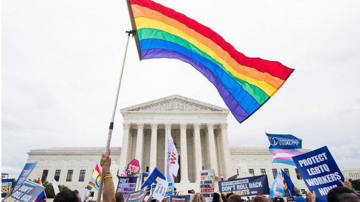 AS: Mahkamah Agung melarang perusahaan diskriminasi pegawai LGBT