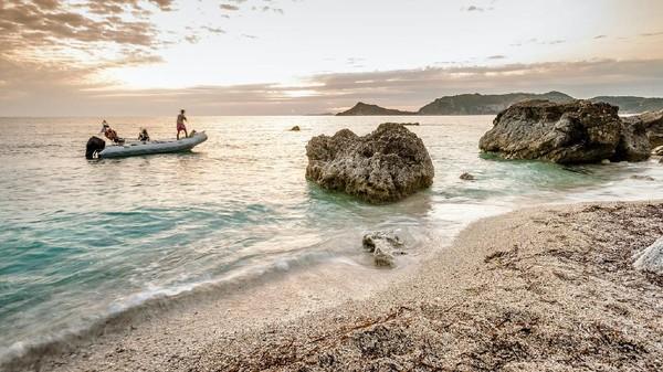 Yunani telah menyambut wisatawan di kafe, restoran dan bar dengan operasional teras. Negara Yunani memiliki 50 kasus lebih sedikit dari sebagian besar kawasan Eropa. (Getty Images)