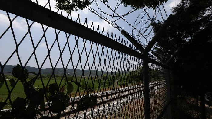 Korea Utara (Korut) meledakkan kantor penghubung antar Korea di dekat perbatasan Korea Selatan (Korsel) pada hari Selasa (16/6/2020).