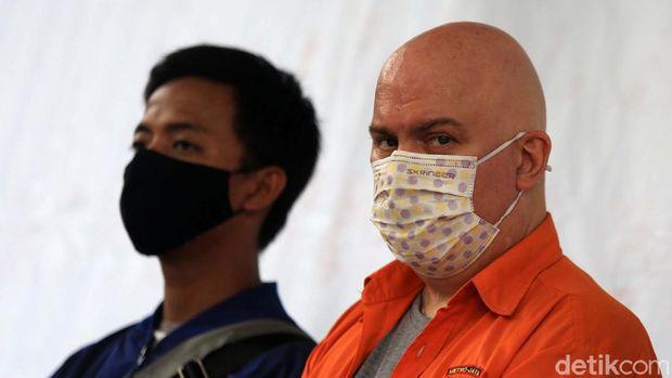 Russ Albert Medlin ditangkap penyidik Subdit Cyber Crime Ditreskrimsus Polda Metro Jaya di Kebayoran Baru, Jaksel. Medlin merupakan buronan FBI yang dicari sejak 2016.