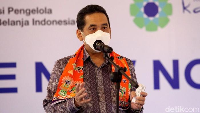 Mendag Agus Suparmanto dan Gubernur DKI Jakarta Anies Baswedan kunjungi pusat perbelanjaan. Kedatangannya untuk tinjau protokol kesehatan di pusat perbelanjaan.