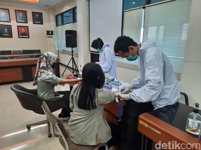 pegawai Bulog Jatim rapid test