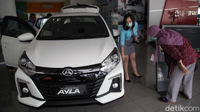 Angka penjualan mobil di Indonesia turun drastis gegara pandemi COVID-19. Era new normal diharapkan dapat kembali membuat penjualan mobil di Indonesia bergeliat