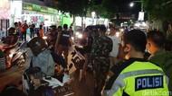Sambut New Normal, Petugas Gabungan Kota Probolinggo Gelar Razia Masker