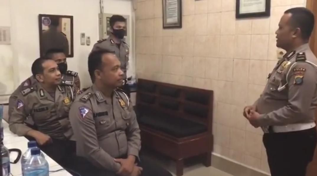 Screenshot unggahan viral percakapan polisi 'bersandi' khas Medan