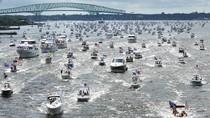 Parade Perahu Meriahkan Peringatan Ulang Tahun Trump