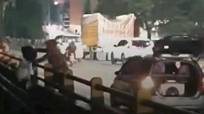 Viral warga di Medan buang sampah ke Sungai (dok. Istimewa)