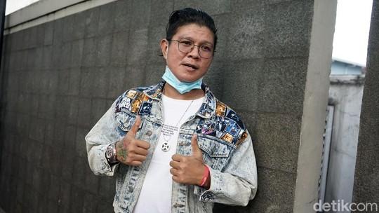 Pose Imut Andika Mahesa Si Babang Tamvan