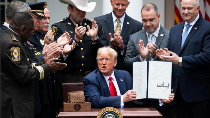 AS: Trump perintahkan reformasi kepolisian, yang justru menolak perombakan kepolisian