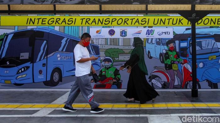 Pemprov DKI Jakarta dan PT KAI sudah mulai menerapkan konsep stasiun terpadu. Konsep ini mengintegrasikan transportasi antar moda di satu tempat yang berdekatan.