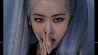 Rose terlihat sangat cantik dengan gaya rambut kepang dua tersebut.Dok. Instagram/yg_ent_official