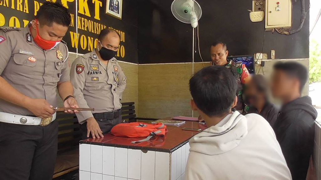 Buntut Tantangan di Medsos, 2 Pelajar di Polman Berantem Sambil Bawa Kayu-Badik