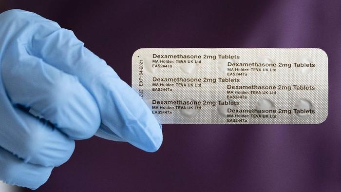 Para peneliti dari Universitas Oxford menemukan kemanjuran dari obat dexamethasone. Obat itu terbukti membantu menyelamatkan pasien Corona dengan sakit parah.
