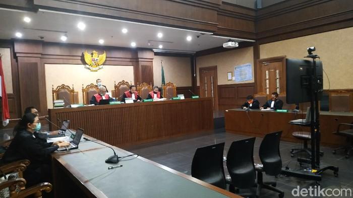 Eks Dirut Perum Perindo Risyanto Suanda divonis 4,5 tahun penjara dalam kasus suap impor ikan (Ahmad Bil Wahid/detikcom)