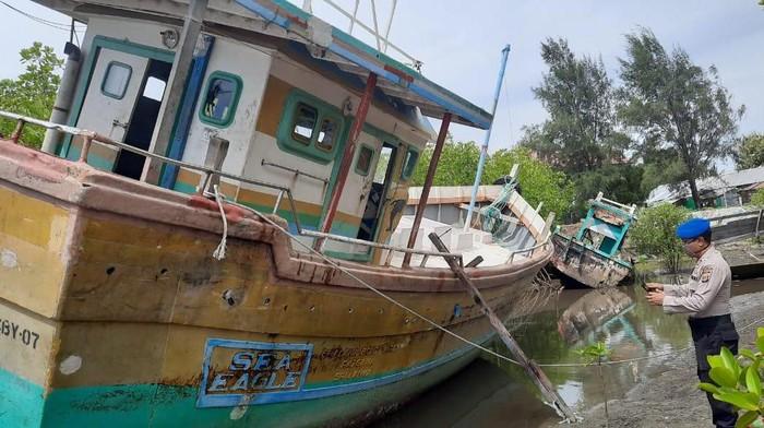 Kapal ikan asing yang ditemukan terombang-ambing di laut Aceh. (Foto: dok Polairud Polda Aceh)