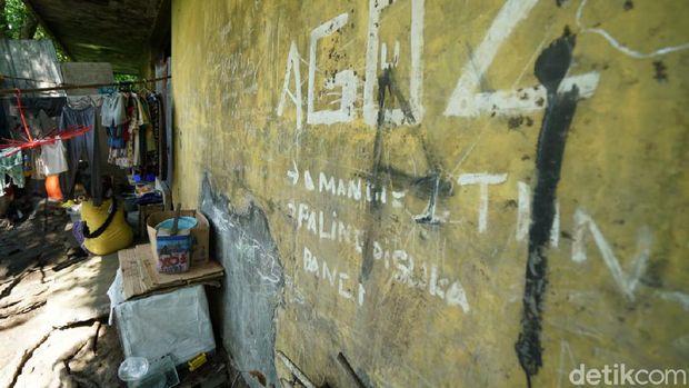 Keluarga di Solo tinggal di bangunan bekas gudang es