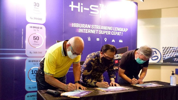 Peluncuran Transvision Hi-Speed. MoU Peter Gontha, Peter Gontha - Direktur Utama Transvision; Sarwani Dwinanto - Direktur Detik Ini Juga (DIJ), Sugiharto Darmakusuma - President Director Fiber Star