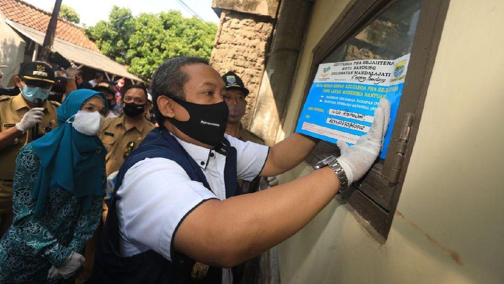 Ini Tujuan Pemasangan Stiker Penerima Bansos di Kota Bandung