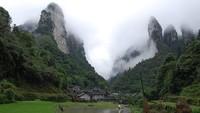 TN Zhangjiajie yang seluas 4.810 hektar ini masih masuk ke dalam kawasan Wulingyuan. Tahun 1992, kawasan Wulingyuan masuk dalam daftar Situs Peninggalan Sejarah UNESCO. Karena dianggap sebagai geopark, tahun 2004 TN Zhangjiajie masuk dalam daftar global geopark di UNESCO. Istimewa/dok. wallpaperbetter.com