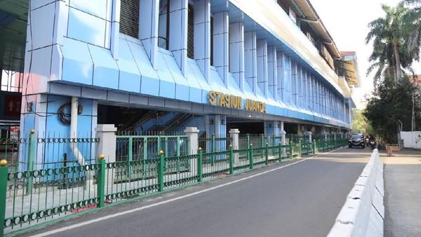 Wajah baru Stasiun Juanda. Penataan ini juga memberikan nilai tambah bagi kawasan stasiun yang dikelola oleh KAI. (dok. PT KAI)